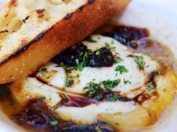 Dip into the weekend with some #BakedItalianMozzarella #JacksonsRestaurant